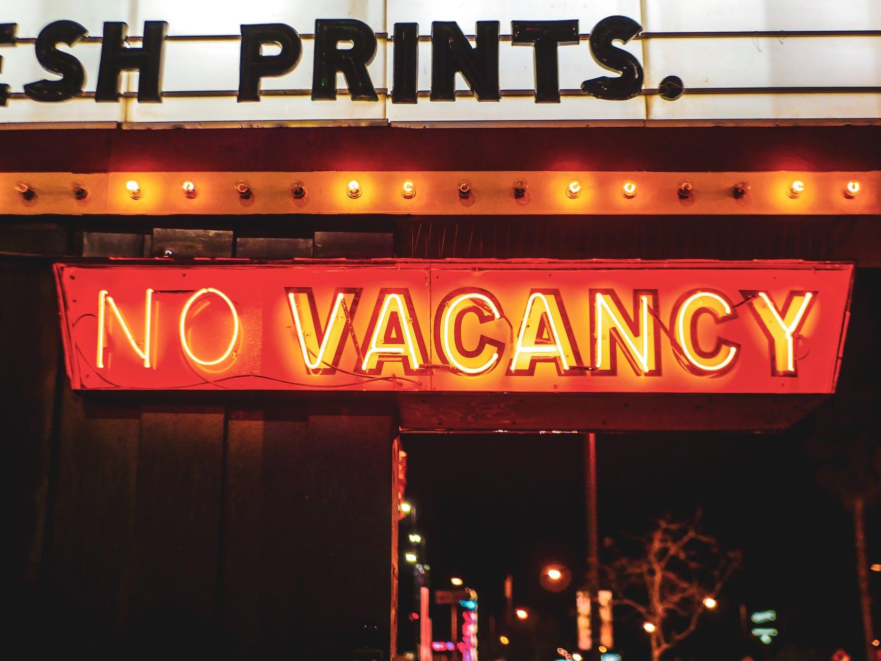no vacancy neon light sign